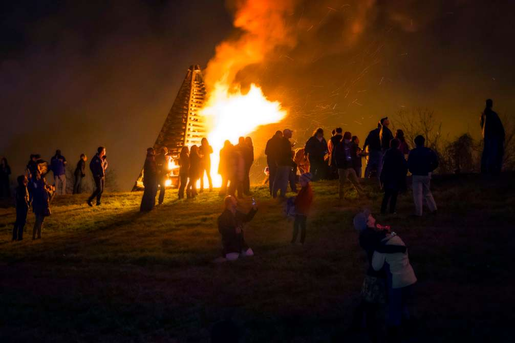 Crowds watch as the bonfire burns in an effort to guide Papa Noel down rive to New Orleans.