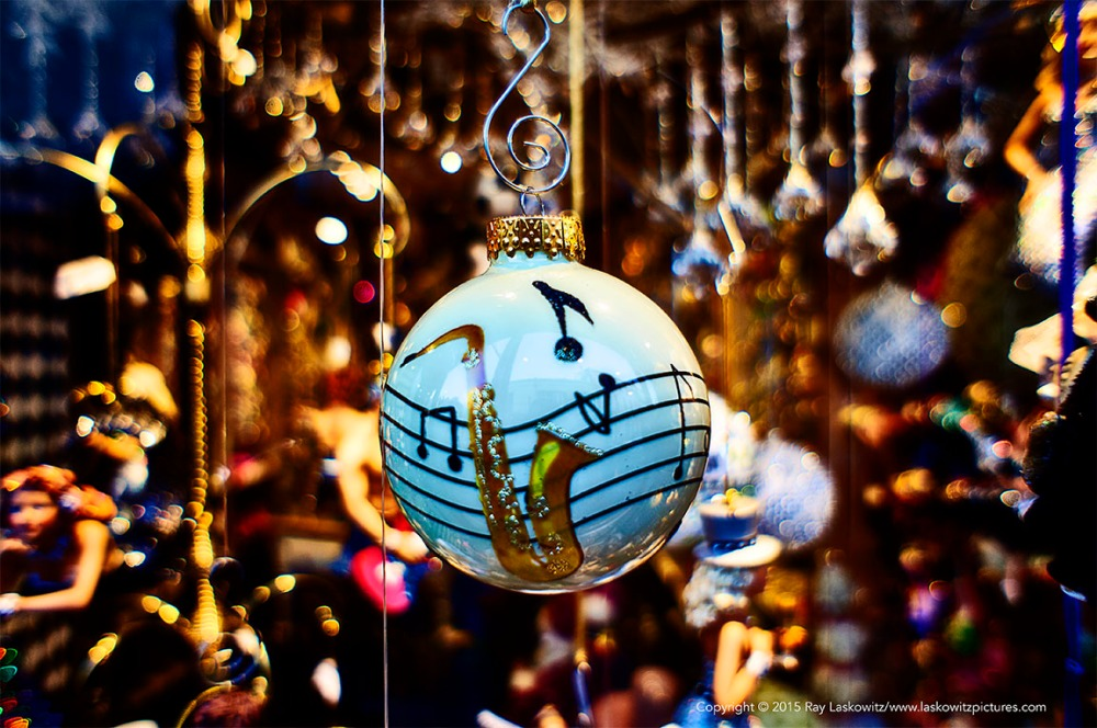 Found in a French Quarter window, a musical Christmas.